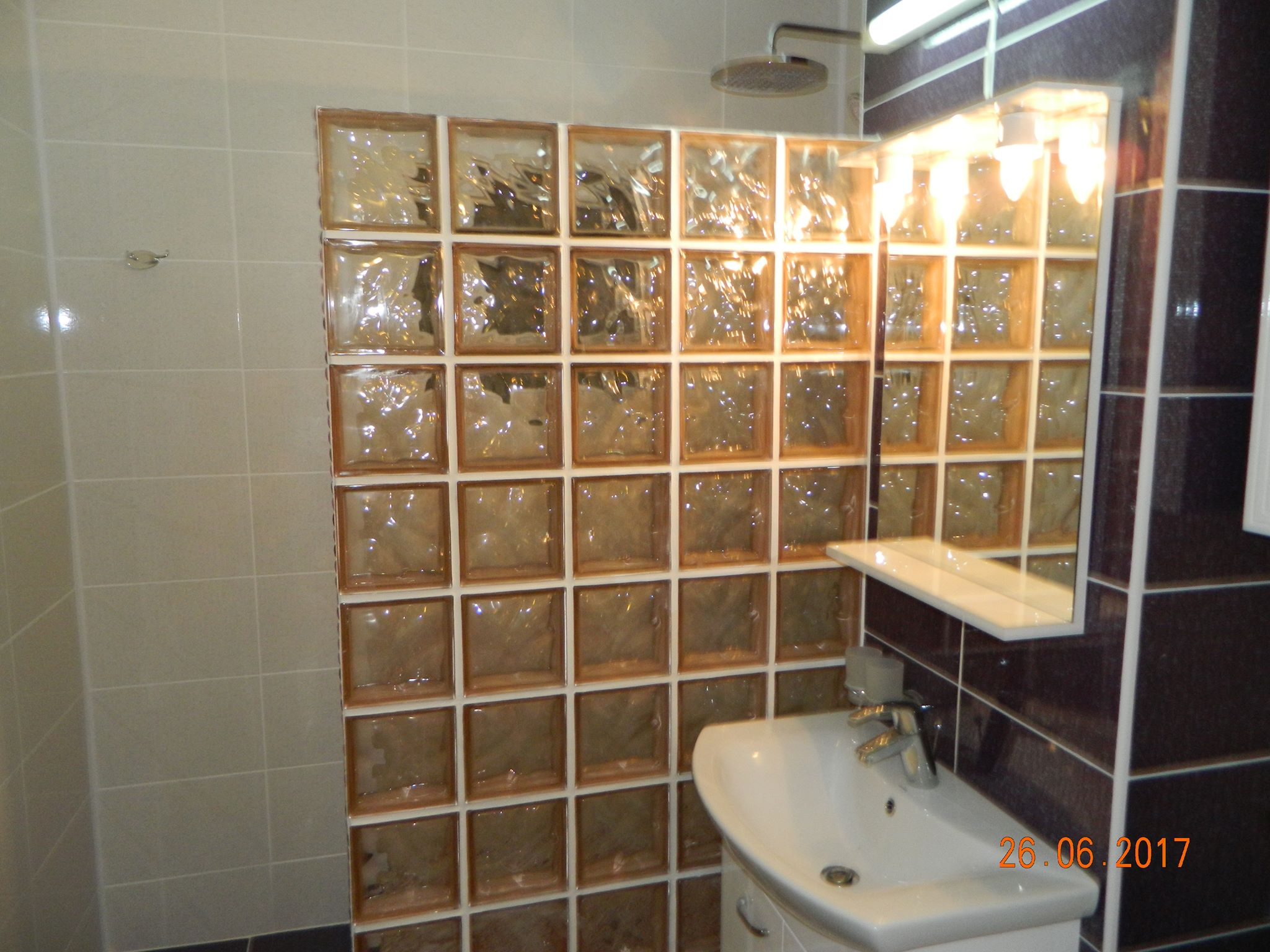 Cabina Dus Caramida Sticla.Renovare Baie Cabina Dus Construita Mozaic Caramizi Sticla Amenajare Baie Bucatarie Amenajari Interioare Ploiesti